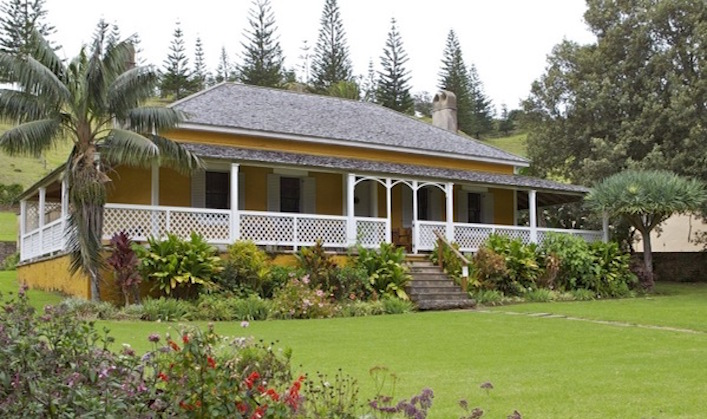 Magnificent-Norfolk-Island-home-and-garden
