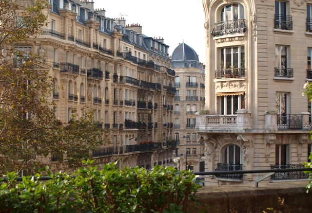 Buildings along the Promenade plantée