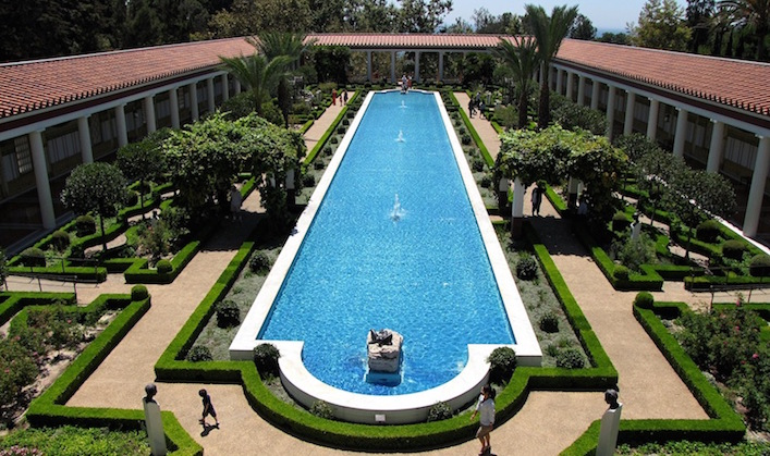 The-outer-peristyle-garden-–-a-peristyle-is-a-covered-walkway1