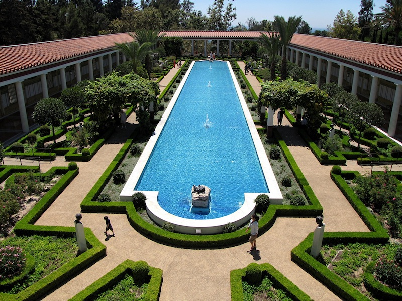 The outer peristyle garden – a peristyle is a covered walkway