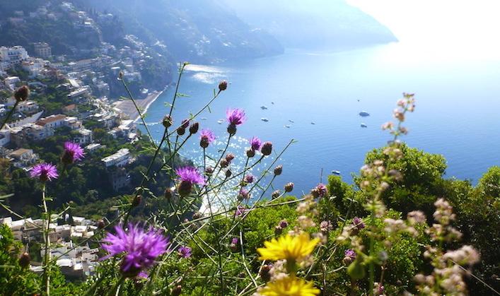 Spectacular-scenery-along-the-Amalfi-Coast-Italy