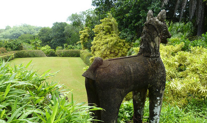 Sri-Lanka-Garden-Tour-Donald-Friend-statue-in-Bevis-Bawa%E2%80%99s-garden-Brief.-Photo-Fiona-Ogilvie