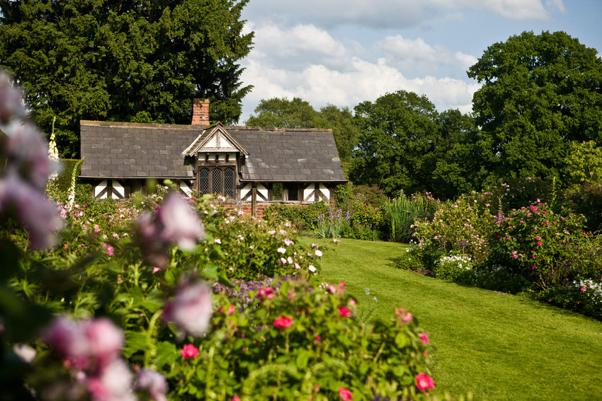 The Tea Cottage and rose gardens at Arley Hall and Gardens, Cheshire ...