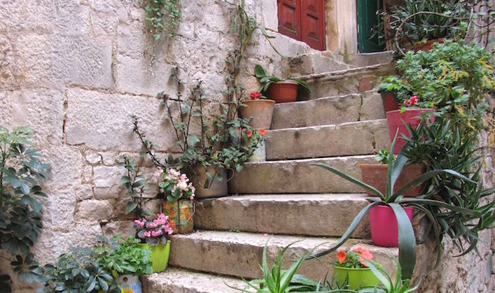Croatia-Trogir-colourful-pots