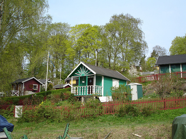 Allotment Cottages, Eriksdalslunden, Södermalm, Stockholm Photo Eoghan OLionnain via Flickr
