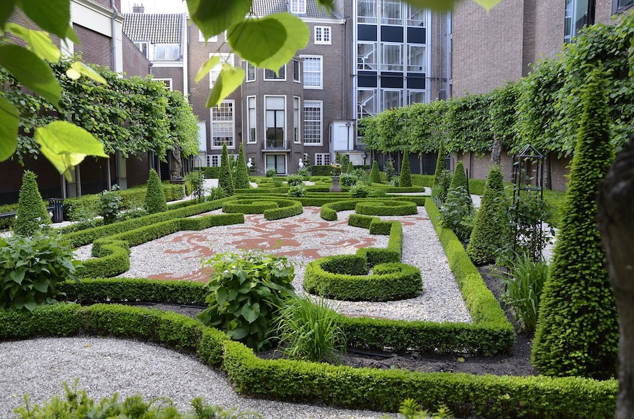 Amsterdam private garden Photo na4evjpg