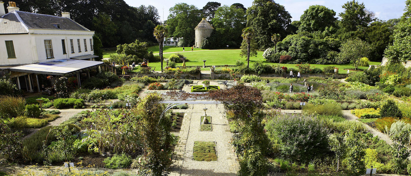 The gardens of samares manor jersey channel islands for Garden design jersey channel islands