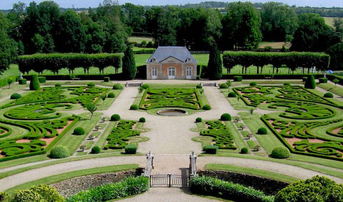 Jardins et Terrasses du Château de Sassy, St-Christophe-Le-Jajolet, France hero