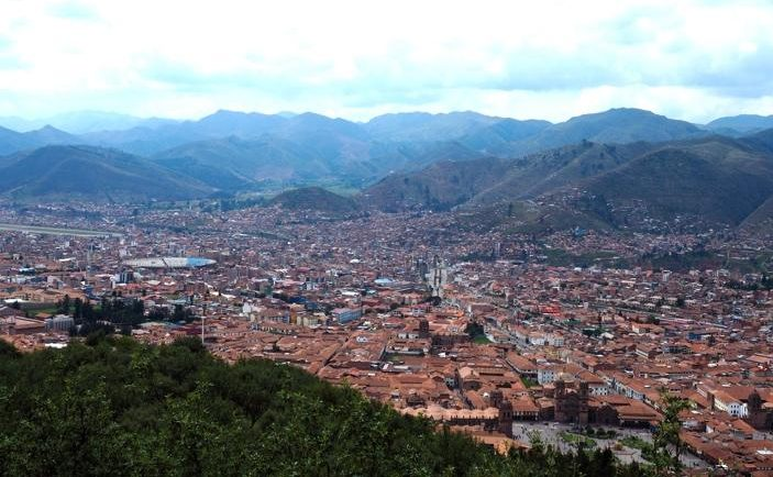 Cusco at 3400 metres above sea level – while equatorial in latitude, average annual temperature is 10 to 11ºC and rainfall is between 600 to 880 mm per year.