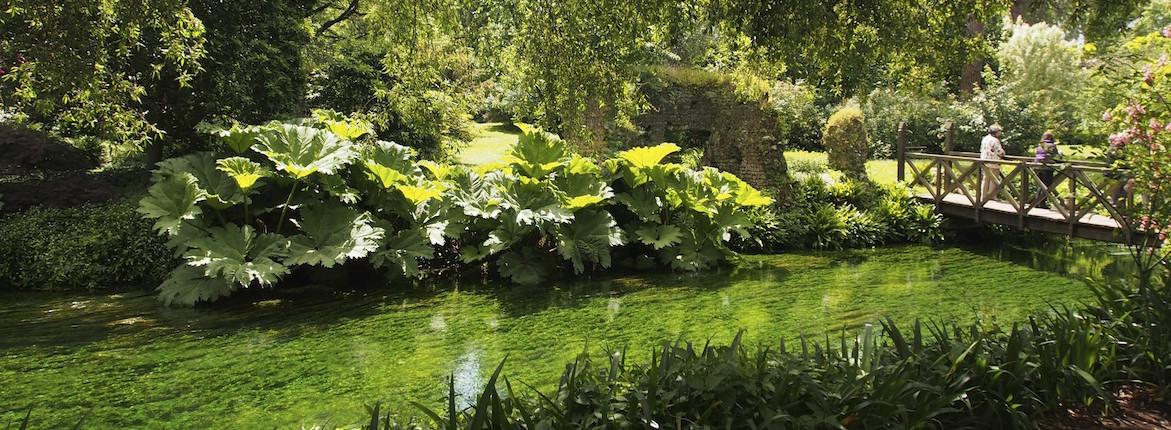 Ninfa gardens garden ftempo for Doganella di ninfa