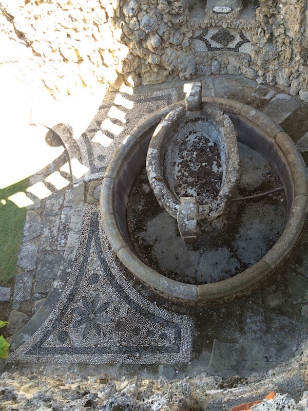 Dry water feature in the cabinetta at Villa Gamberaia
